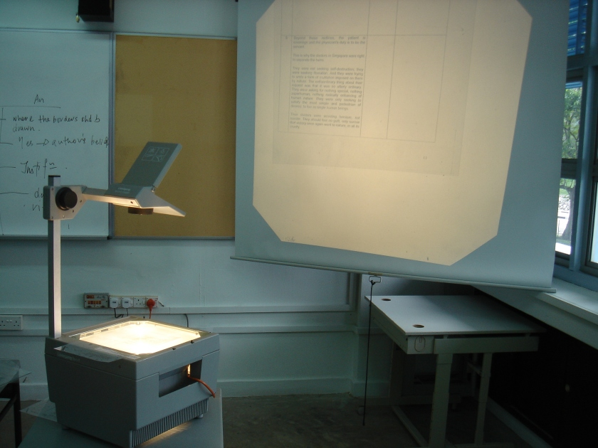 Overhead projector, used during lessons in a classroom. Photo by Mailer diablo